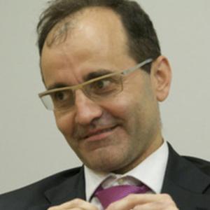 César González